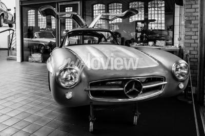 Carta da parati Corpo Mercedes-Benz 300SL nel laboratorio di restauro di Mercedes-Benz